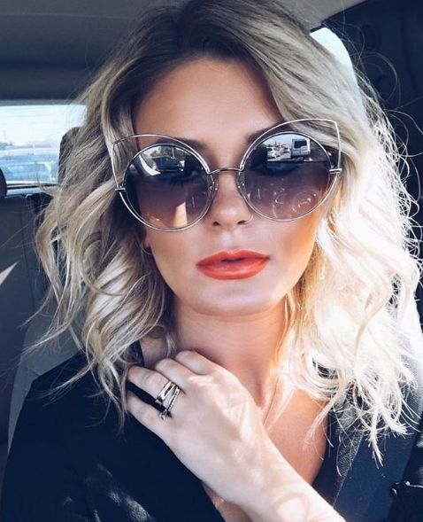 Ícone de estilo ✨ a  maridalla investiu na tendência dos óculos gatinho e  divou com seu  MarcJacobs 😍😍  oticaswanny   Lookbook 4b02bcaeaf