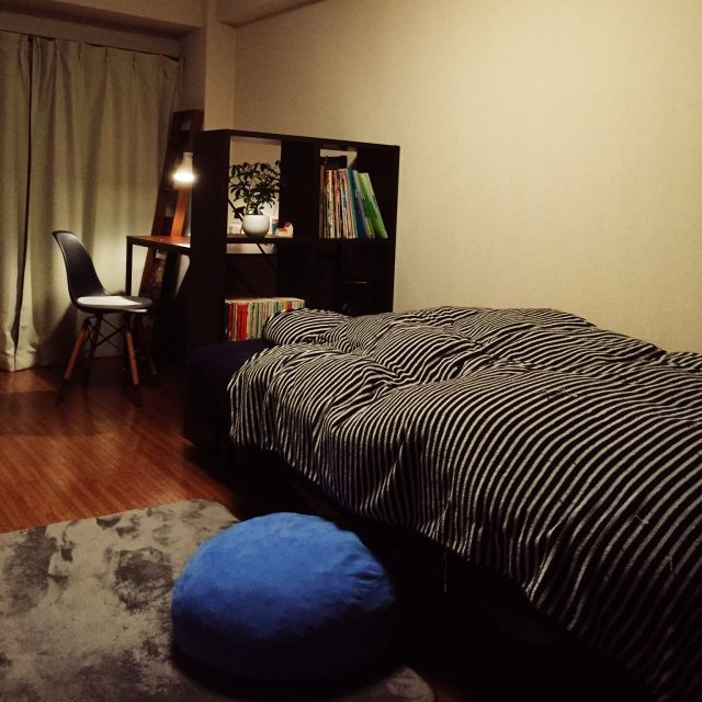 kazu_kiさんの、ベッド周り,無印良品,クッション,ラグ,一人暮らし,賃貸,シェフレラ,スタッキングシェルフ,脚付マットレス,のお部屋写真