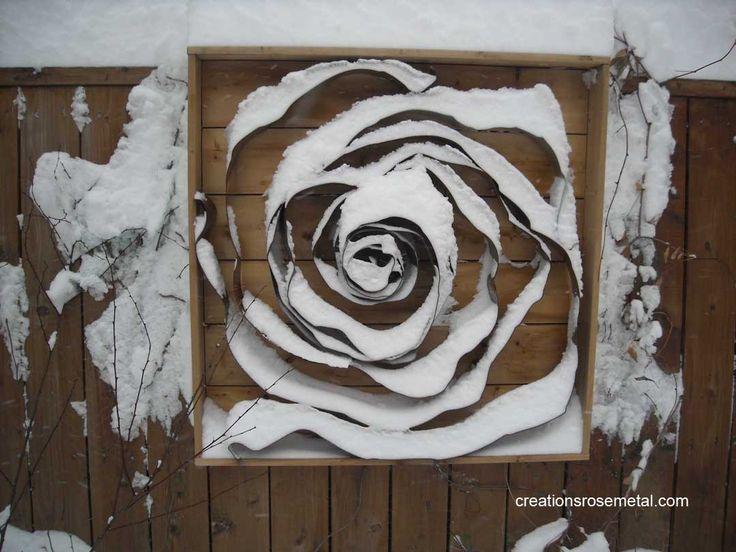 Créations Rose Métal est une entreprise québécoise qui fabrique de façon artisanale des décorations murales extérieures permanentes qui sont à la fois sculpture et tableau, afin d'embellir l'environnement extérieur ou intérieur de votre maison.