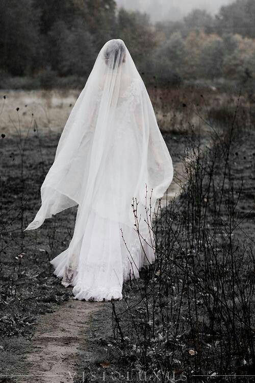 La llorona/ the woman in white