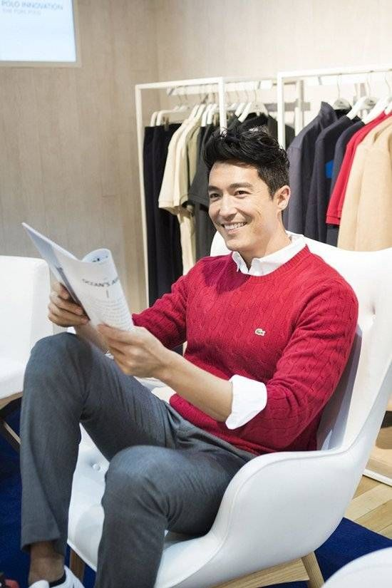 Hello handsome <3 <3 <3 <3 That smile <3 <3 <3 <3 <3 <3 #Lacoste #DanielHenney #Shopping Credit: allkpop.com