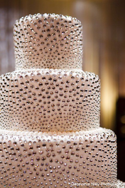 'diamond' studded wedding cake                                                                                                                                                                                 Mais