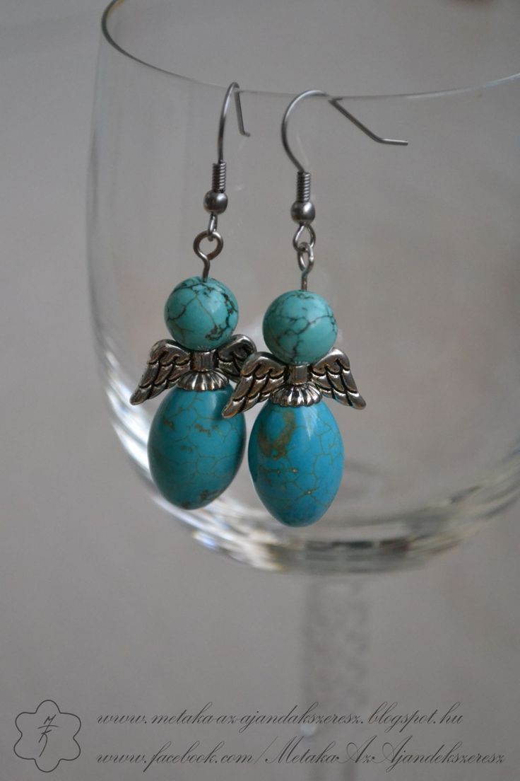 Angels in turquoise...charming!  :-)