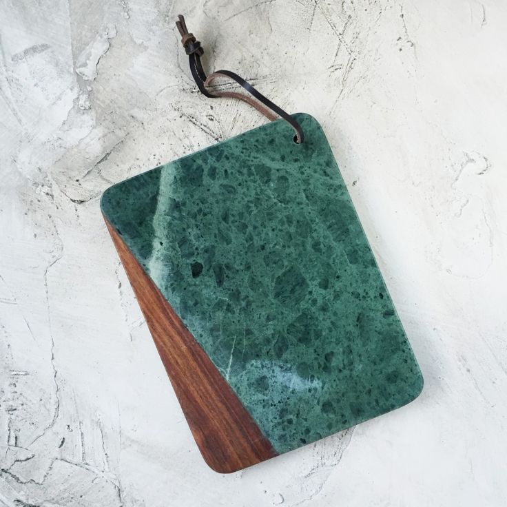 Green marble chopping board - lifestyle