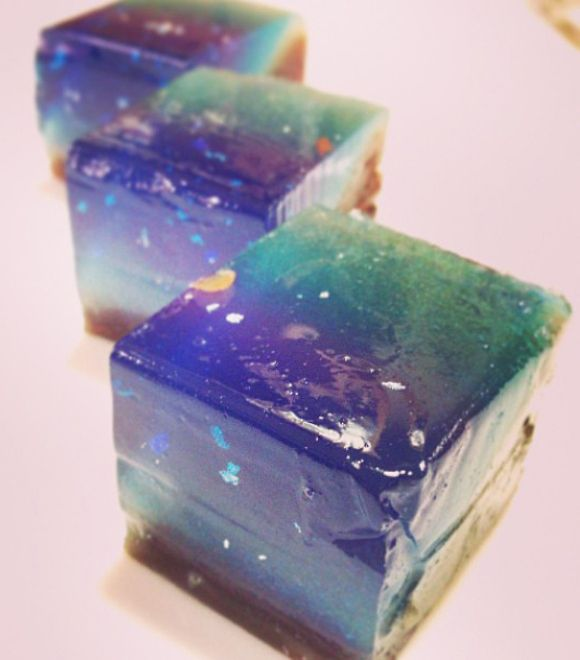 Milky Way Night skies are another popular motif to help keep cool in summer. Red bean paste and layers of blue-green hues mixed with gold flakes create a starry skyscape to transport you to the cold regions of space.