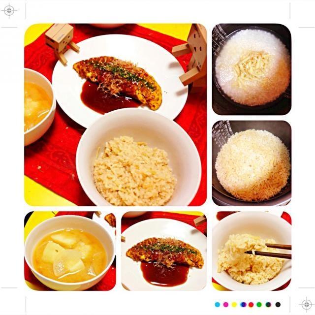 お昼の賄いは、生姜たっぷり炊き込みご飯を作りました。  生姜を針切りにして、醤油、酒、出汁を加えて炊き込みっ!部屋中に生姜のいい匂いがしてきます(≧∇≦)  おかずは納豆オムレツで。たまにはソースでいただいて見ることに。おたふくソースで食べると、なんだがお好み焼きに感じます(笑)  お味噌汁はジャガイモと玉ねぎで。ホクホク感がたまりませんヽ(=´▽`=)ノ  たーんと召し上がれ(*ˊᗜˋ)⋆°.♡ - 68件のもぐもぐ - 生姜炊き込みご飯と納豆オムレツ(≧∇≦) by powerangix