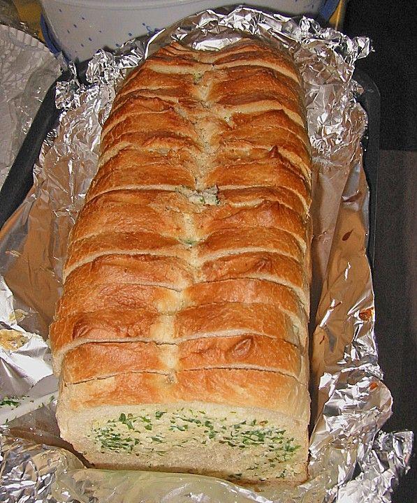 Gefülltes Kräuterbrot, ein sehr schönes Rezept aus der Kategorie Brotspeise. Bewertungen: 7. Durchschnitt: Ø 3,3.