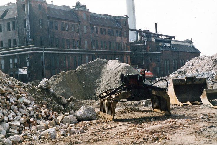Sojakagefabrikken under nedrivning. Fotos fra dengang da Sojakagefabrikken på Islands brygge blev saneret #Soja #Sojakagefabrikken #Sojakagen #Islandsbrygge