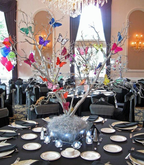 Centro de mesa con mariposas y ramas de árbol. #CentroDeMesa