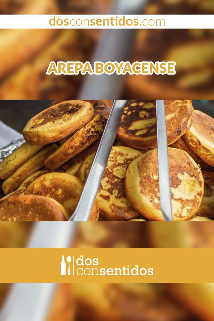 Estas arepas, típicas del departamento de Boyacá, situado en la región andina colombiana, son hechas de harina de maíz amarillo, azúcar y queso fresco salado. La combinación de dulce y salado las hace especiales, y hechas a la parrilla son mejores aún. Puedes hacer una buena tanda de estas arepas, y congelarlas para usarlas después, solo necesitas una parrila de arepas o para un mejor sabor, cocinarlas en un asador, así tendrán un sabor ahumado y de carbónudo.