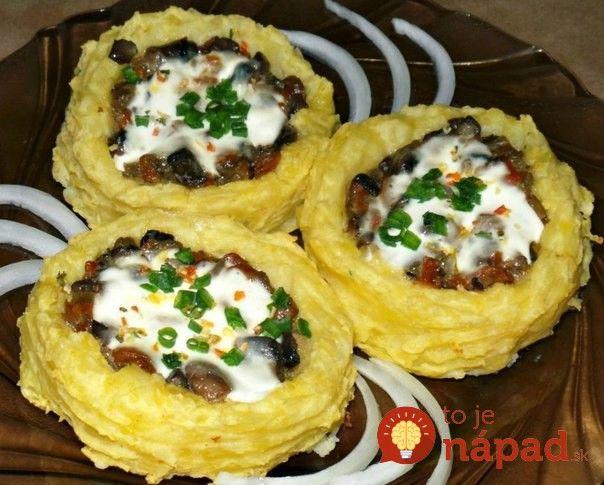 Skvelé jedlo voriginálnom prevedení. Presne také sú chutné zemiakové hniezda s lahodnou omáčkou z cesnaku, smotany a vašich obľúbených húb.  Potrebujeme:  10-11 ks zemiakov    50 ml mlieka (prípadne smotany na varenie)    100 g húb    1 mrkvu    2 stredné cibule    3 strúčiky cesnaku    1