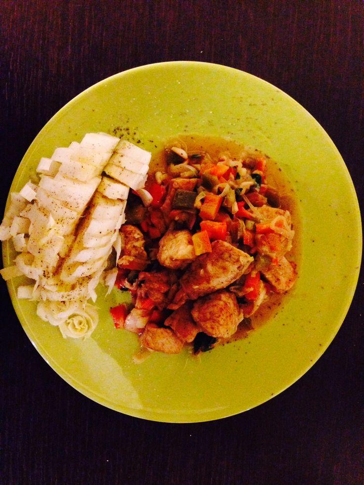 Piccatina di pollo al curry con peperone e endivia
