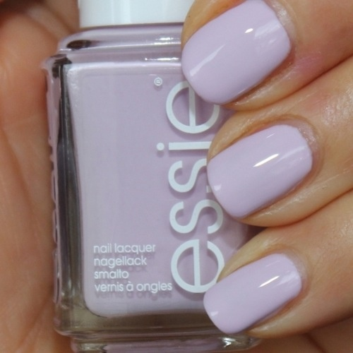 This pastel lavender #mani is so delicate and sweet...