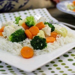 Dieta cu orez fiert si legume: 15 zile si 5 kilograme mai putin - Daca vrei sa slabesti repede si ieftin, fara sa iti faci griji pentru carentele nutritionale, inerente multor meniuri de slabit, alege dieta cu orez fiert si legume, iti asigura proteinele, vitaminele si mineralele de care ai nevoie