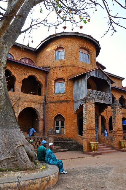 The Palace of the Bamum kings at Foumban, Cameroon houses the Foumban Museum of Bamum Art, containing examples of wood carving, realistic masks in copper and terra-cotta, collections of weaponry, and bamboo and raffia furniture.  The Bamum are noted craftsmen, and the Bamum people are culturally distinct from the population of the rest of the country.
