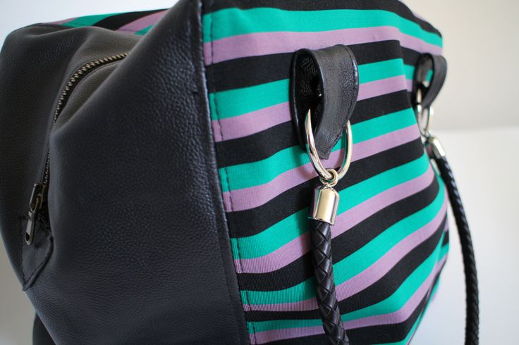 RIGHE & CO. Bauletto in tessuto jersey a righe + 100% pelle. www.chixbags.it info@chixbags.it