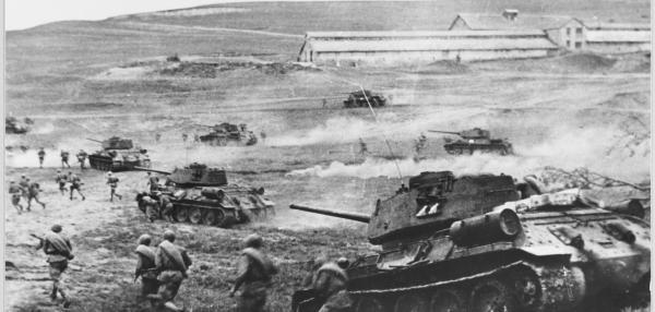 Gründe für den deutschen Rückzug waren die alliierte Landung auf Sizilien und die Großoffensiven, die die Rote Armee in den benachbarten Frontabschnitten nördlich und südlich von Kursk gegen die ausgedünntem deutschen Linien eröffnete.