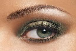 Tendance actuelle : maquillage yeux verts foncés