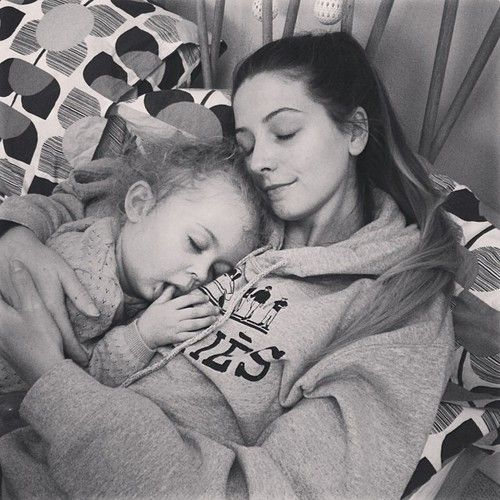 Is this not the cutest photo you've ever seen or what?? Zoe and Darcy! Cute!