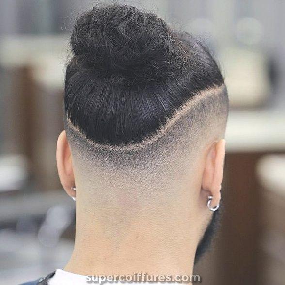 Comment attacher un chignon homme? | Coiffure homme long, Chignon homme et Cheveux masculins