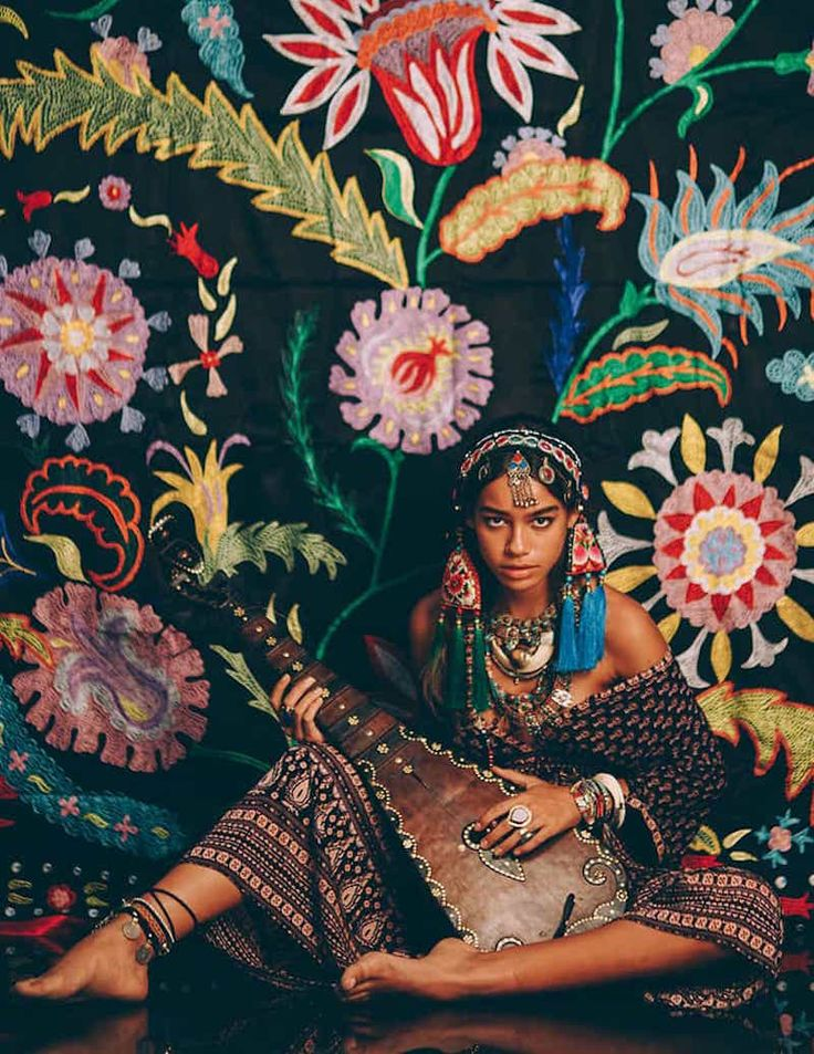 Colorful bohemian gypsy patterns                                                                                                                                                                                 Mais