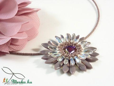 Meska - Virág nyaklánc - levendula Edina09 kézművestől
