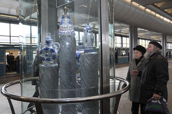 """""""Vorobyovy Gory""""- Glass-Walled Platform"""