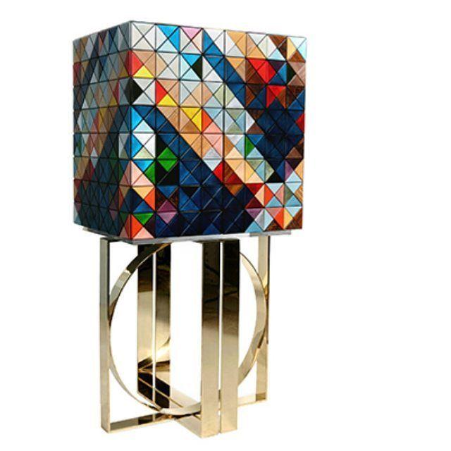 Armário Pixel, projeto Boca do Lobo. Marcenaria, estofamento, jóias, prata, envernizamento e aplicação de prata e folha de ouro.
