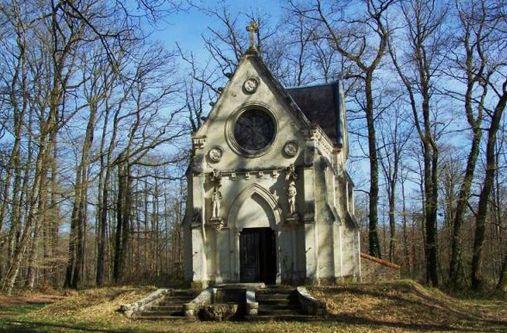 Chapelle du cimetière des martyrs dans la forêt de Vezins