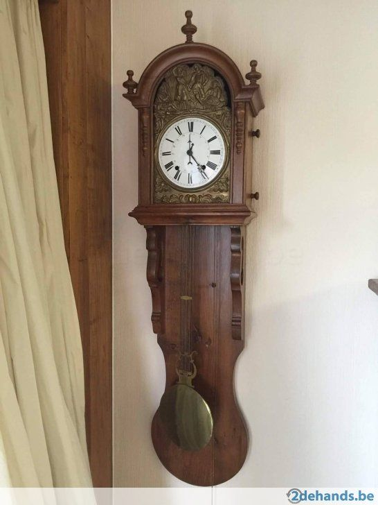 Antieke klok met orginele gewichten. Weten niet als hij nog werkt