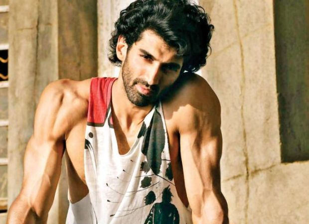 Watch Aditya Roy Kapur Says The Kiss In Malang Is A Tribute To This Actor Bollywood News In 2020 Bollywood Actors Roy Kapoor Actors