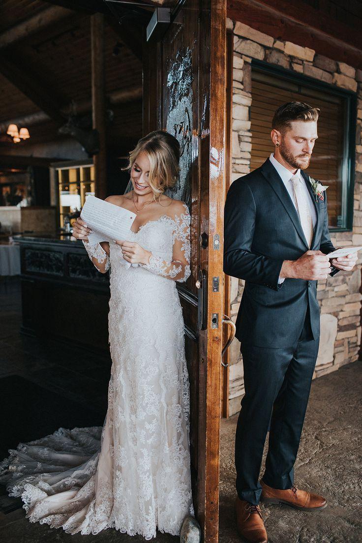Autumn Wedding For Two Middle School Sweethearts Ruffled Fotos Hochzeit Hochzeit Hochzeit Bilder