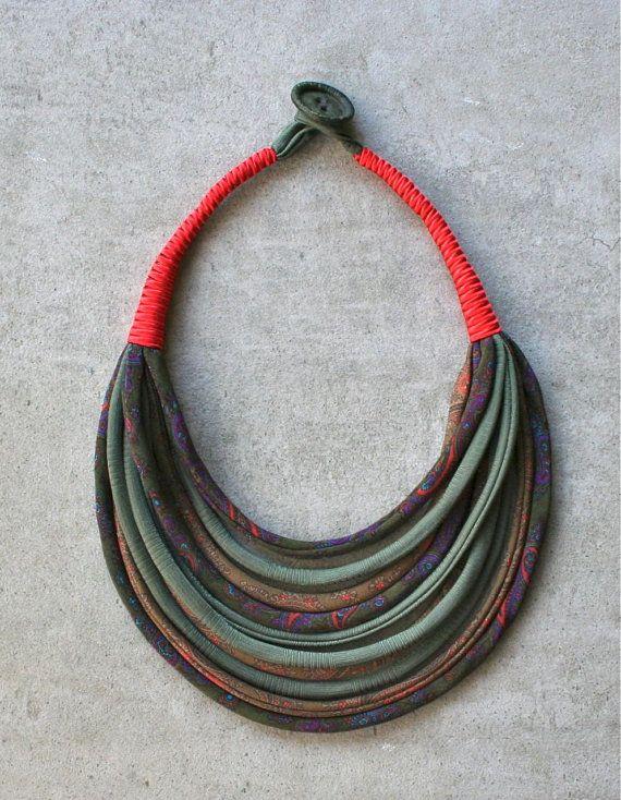 Collana leggerissima in seta riciclata da cravatte di aBimBeri