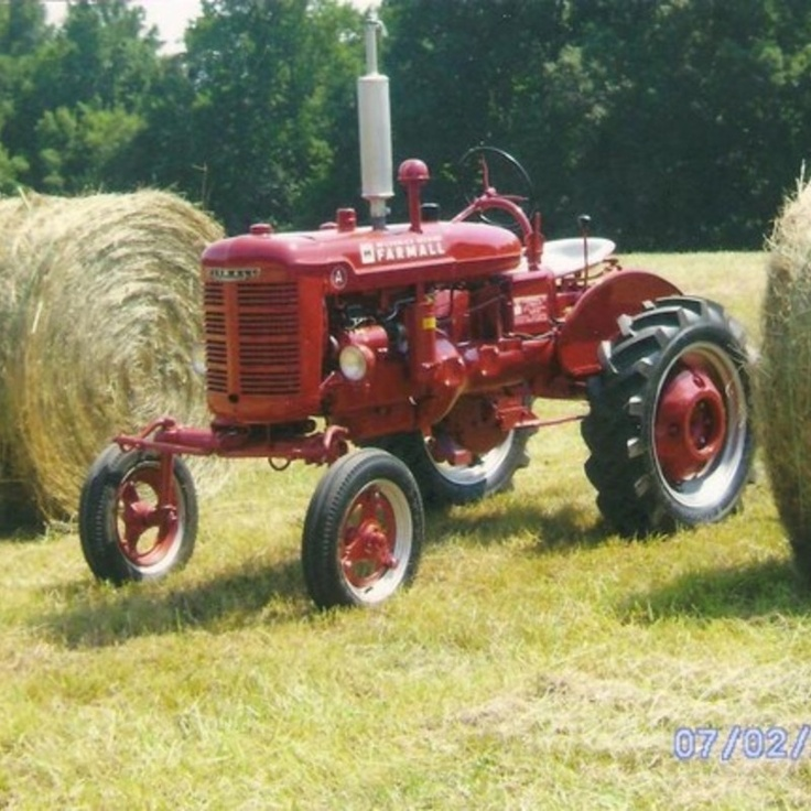 Do you think In memory of Dad deserves to win the Steiner Tractor Parts Photo Contest?  Have your say and vote today for your favorite antique tractor photos!
