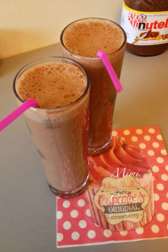 Milk shake Nutella Pour 2 grands verres Ingrédients : 400 ml de lait 3 grosses cuillères à soupe de Nutella 1 yaourt à la vanille (ou un yaourt nature et un sachet de sucre vanillé) 6...