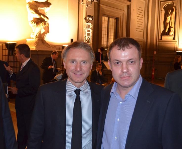 Ο Dan Brown με τον Κώστα Λακαφώση, τον μοναδικό τυχερό αναγνώστη παγκοσμίως που παραβρέθηκε στην εκδήλωση. ~ #INFERNO 4/6/2013