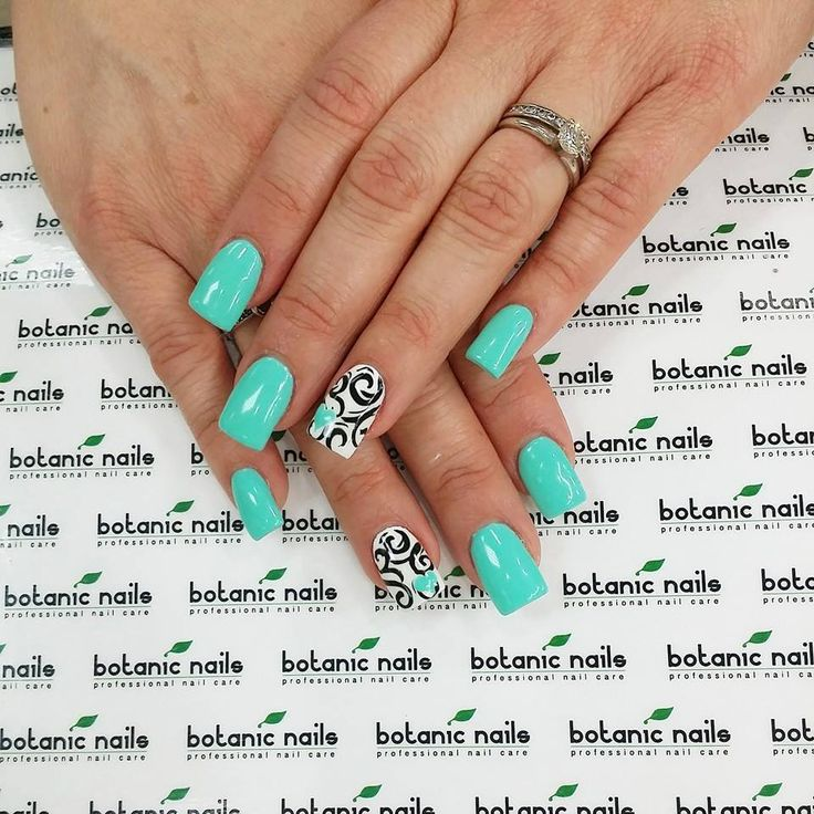 A turquoise dominance combines well with a decorative design. Black monograms on a white base are decorated with tiny hearts of the basic tint of the nails