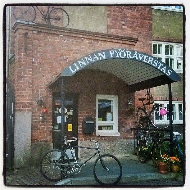 Linnan Pyöräverstas on pieni idyllinen kahvila ja pyöräkauppa Verkatehtaan kupeessa. Täältä saat mukaan kartat pyöräretkille ja pyörät vuokralle. http://www.facebook.com/LinnaBikeShop