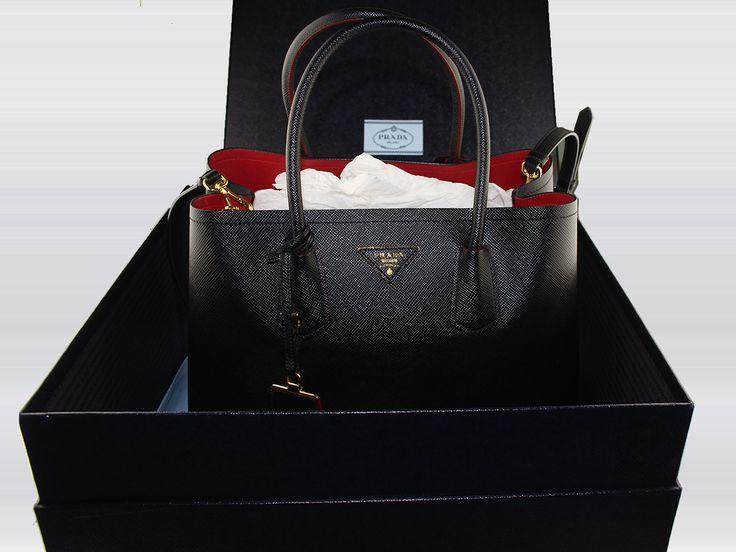 Sac à main Prada Double Bag en cuir Saffiano couleur noir en occasion. Prix d'occasion : 1499 € / État neuf