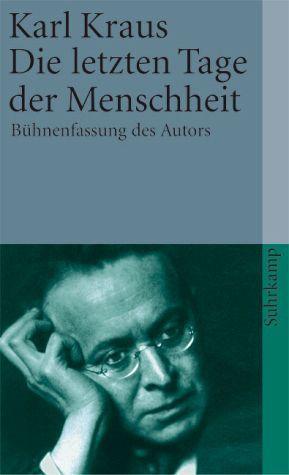 Karl Kraus hat aus Die letzten Tage der Menschheit oftmals im Vortragssaal gelesen, das Drama sei nicht für das Theater geschrieben, sondern für Leser.