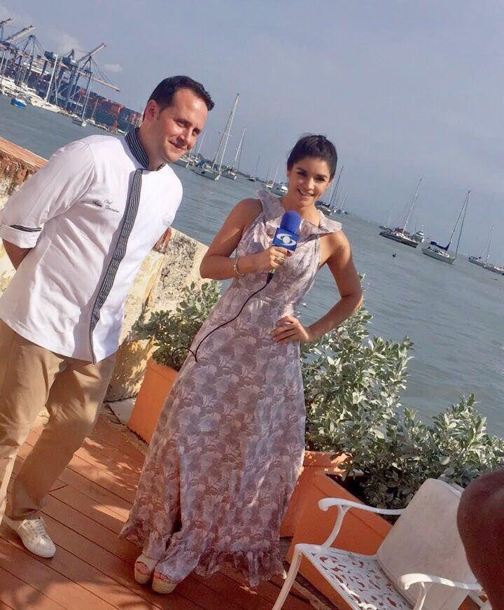 NUestro Chef Felipe Gonzalez, siendo entrevistado por la presentadora Karen Bray para el Canal Caracol.