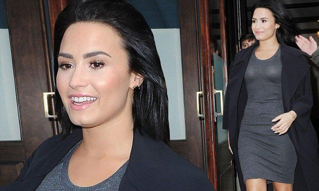 Demi Lovato shows off her curves in clingy dress ahead of Saturday Night Live performance   Daily Mail Online