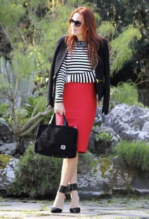 Look by @marta_coelho with #zara #invierno #skirt #faldas #falda #pencilskirt #office #oficina #heels #stripes #rayas #black #skirts #red #formal #shoes #streetstyle #white #pantalon #bags #sunglasses #rojo #pencil #miumiu #caqui #love #loewe #outfits #looks #redskirts.
