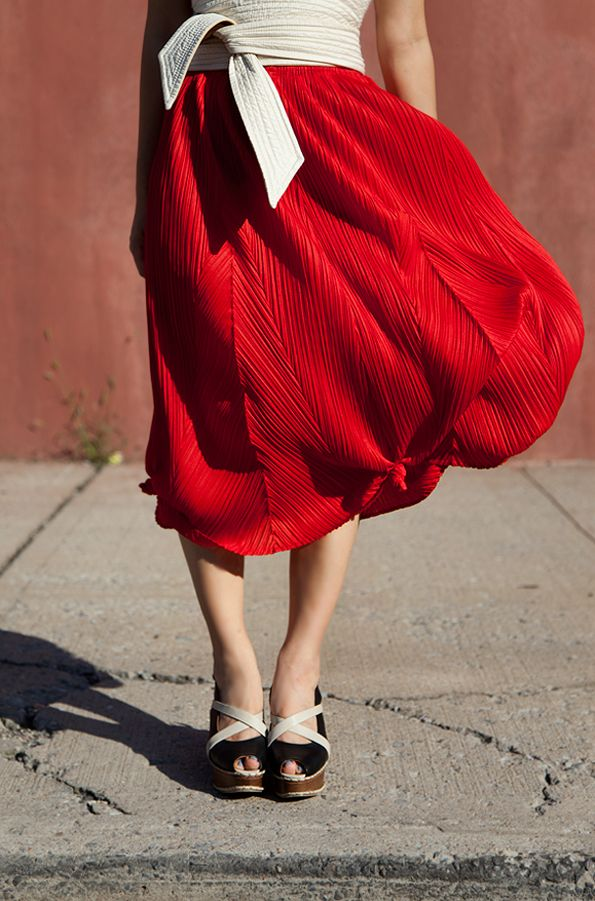 Oh. my. word. This is the most gorgeous and unique pleated skirt I've EVER seen!! I'm going to have dreams about this. Issey Miyake Pleats Please. I love that belt, too.
