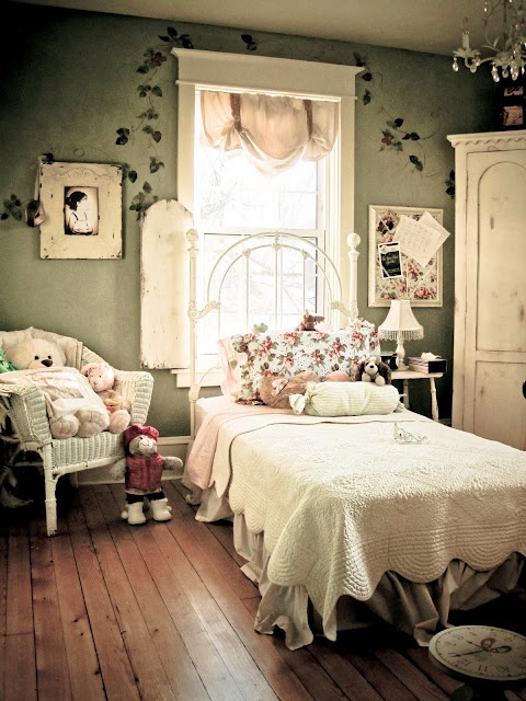 Adorable shabby chic French decorated little girls room