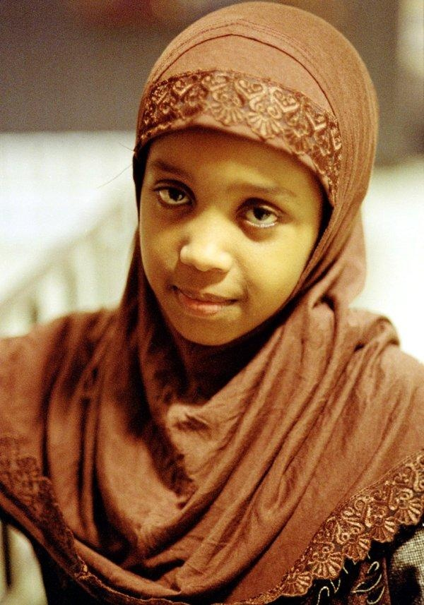 somaliland-girls-teens-with-bone