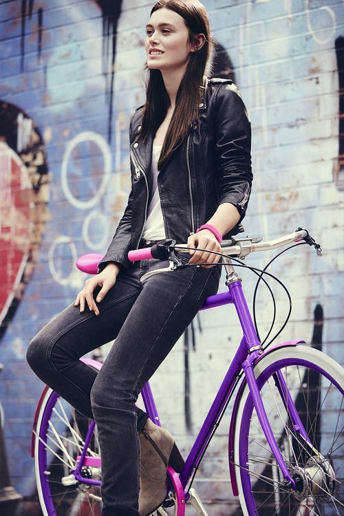 Girl and her fixie (fixed gear and singlespeed). Bicycles Love Girls. http://bicycleslovegirls.tumblr.com/