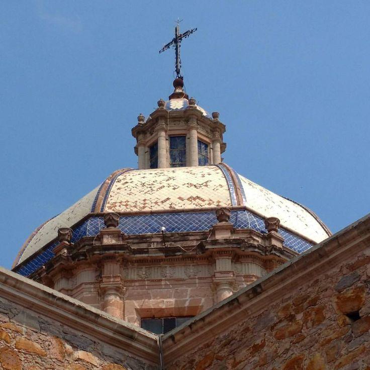 La Virgen de la Encarnación, patrona del poblado, tiene parentesco cercano con la de San Juan de los Lagos. #encarnaciondediaz #jalisco #mexico (en Encarnacion, Jalisco, Mexico)