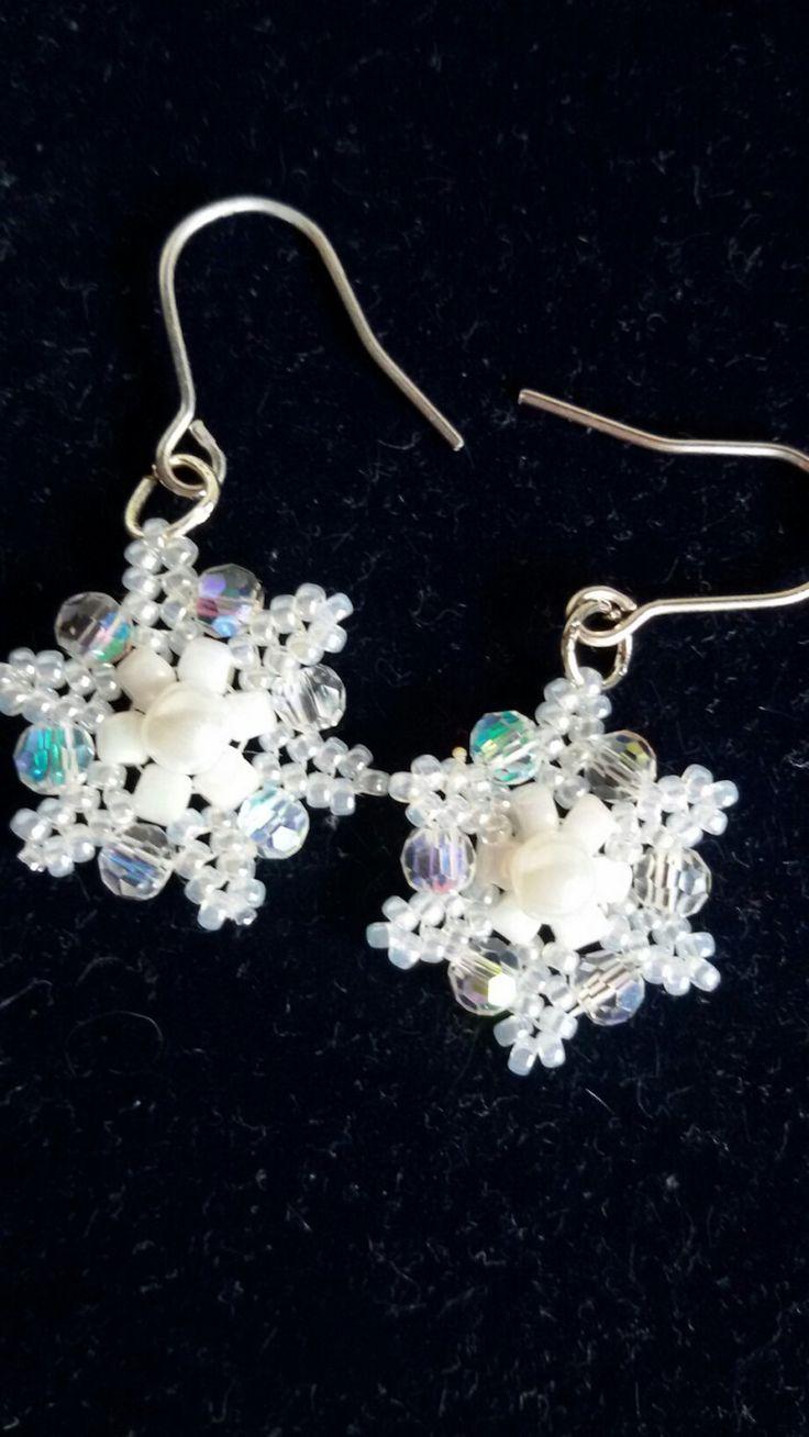 Snowflake earrings. Beaded snowflake by LadybugsJewelryChest