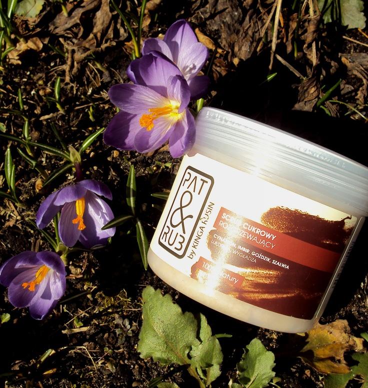 Ann: Wiosną potrzebuję rozgrzewającego scrubu do ciała. Wygładza i nawilża, a przy tym jak pachnie... bajeczny kosmetyk!